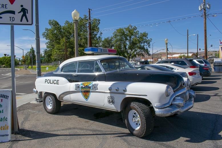 viaje por la Costa Oeste de Estados Unidos kingman coche de policia